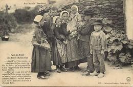 - Vendee -ref- E398- Aux Marais Vendeens - Parts De Foire Des Petits Maraichins - Folklore - Enfant - Enfants - - Unclassified