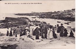 BATZ -- La Jetée Et La Côte Saint Michel Très Animée - Batz-sur-Mer (Bourg De B.)