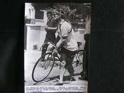146 / Tour De France 1955,10ème étape : Monaco-Marseille,Robic Souffrant De La Jambe Gauche Abandonne Au Val D'Esquieres