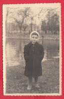 219496 / SOFIA - Old Real Original Photo - PORTRAIT LITTLE GIRL Lake Ariana , Bulgaria Bulgarie Bulgarien Bulgarije - Personnes Anonymes