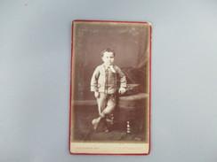 CDV PETIT GARCON COSTUME PHOTOGRAPHE J.COUTURIER 75 PARIS - Cartes De Visite