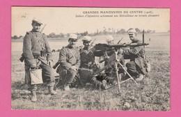 GRANDES MANOEUVRES DU CENTRE (1908) SOLDATS D'INFANTERIE ACTIONNANT UNE MITRAILLEUUSE EN TERRAIN DECOUVERT - Manoeuvres