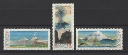 RUSSIE . YT 3033/3035  Neuf ** Volcans Du Kamtchatka 1965