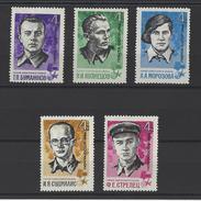 RUSSIE . YT 3094/3098 Neuf ** Héros De L'Union Soviétique 1966