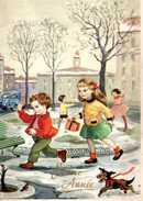 Petit Chien Jouant Dans La Neige Avec Des Enfants - Chiens
