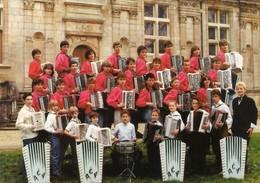 CPM. ACCORDEON CLUB DU VALLAGE. JOINVILLE (HAUTE MARNE). DIRECTION: MICHELE GEORGE. - Musik Und Musikanten