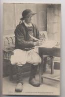 Confort - La Signature De Monsieur Le Maire - Costume Breton En Gros Plan - Ecriture Plume Encrier - Costumes