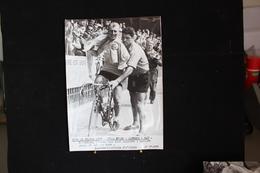 174 / Tour De France 1956, 11ème étape : Bayonne - Pau, Darrigue, L'homme Aux Deux Maillots Jaune Et Maillot Vert
