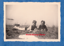 Photo Ancienne Snapshot - Bodensee / Ludwigshafen - Enfant Qui Bronze Au Bord Du Lac - Boy Garçon Semi Nude - Photos