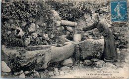 FOLKLORE -- En CORREZE -- La Corréze Illustrée - N° 21 - A La Fontaine - Trachten & Folklore