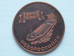 USSR MORFLOT - NOVOROSSIYSKSHIPPING COMPANY ( Details Zie Foto's - 70 Gr. / 60 Mm.) U.S.S.R. ! - Jetons & Médailles