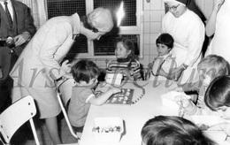 Postcard / ROYALTY / Belgium / Belgique / Reine Fabiola / Creche Marie Henriette / Bruxelles / 1970 - België