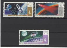 RUSSIE . YT 3212/3214 Neuf ** Journée Des Cosmonautes 1967