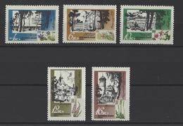 RUSSIE . YT 3299/3303  Neuf ** Stations Climatiques De La Baltique Et Fleurs Diverses 1967