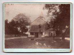 (Photo) 158, Indre Nohant Calvaire Et Eglise, Photo L Pouget Phot Collé Sur Carton 18 X 13 Cm, Papier Mat, état Voir Sca - Lieux