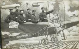 Carte-Photo - Surréalisme - Guerre 14/18 - Soldats Allemands Dans Un Avion - ( Trou De Classeur ) - Guerre 1914-18