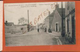 CPA  28  LE LUAT-CLAIRET ( LURAY )  Ancienne Seigneurie  Perspective De La Grande Rue    Personnage Av. Mai 2017 155 - Frankreich