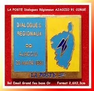 "SUPER PIN´S POSTES : CORSE, ""dialogues Régionaux"", AJACCIO 91 En Bel émail Grand Feu Base Or, 2,6X2,3cm - Correo"