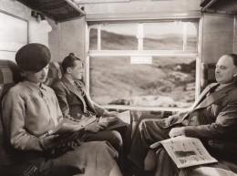 Royaume Uni Scene Dans Un Wagon De Train Passagers Ancienne Photo 1930 - Trains