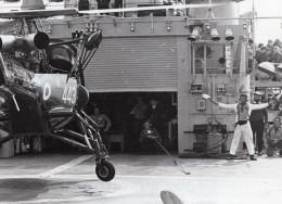 Prince Charles Guidant Helicopter Sur Le Pont Du HMS Jupiter Ancienne Photo 1974