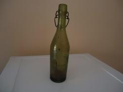 Bouteille à Inscriptions En Relief  - De 1928 (89 Ans !) - France - BRASSERIE MINERVOISE - A. BERTRAND - CAUNES MINERVOI - Beer