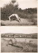 Lot De 2 Photographies Anciennes D'athlète, Entrainement Sur Une Plage, Photos Vers 1940, Culturiste, Sportif