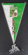 Club Leon Mexico FOOTBALL CLUB, SOCCER / FUTBOL / CALCIO, OLD PENNANT, SPORTS FLAG - Uniformes Recordatorios & Misc