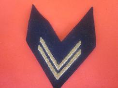 1 PATCH Tissu Feutrine Galon Grade Chevron De BRAS Brodé Or Fond Noir-Marine Nationale Française Militaria Équipement - Equipement