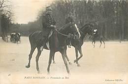 PIE-17-P.T.G. 2942 : PARIS MONDAIN. PROMENADE A CHEVAL AU BOIS. DEUX GRADES MILITAIRES - Pferde