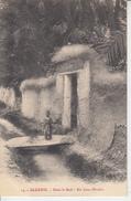 ALGERIE - Dans Le Sud - Futur Modèle ( Fillette )