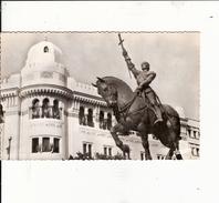 Algerie  Rare Carte  Postale   Statue De  Janne D'arc     Devant L'hotel Des Poste