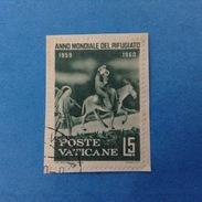 1960 VATICANO FRANCOBOLLO USATO STAMP USED - ANNO MONDIALE DEL RIFUGIATO 5 Lire -