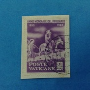 1960 VATICANO FRANCOBOLLO USATO STAMP USED - ANNO MONDIALE DEL RIFUGIATO 60 Lire -