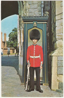 SENTRY AT HENRY VIII GATEWAY, WINDSOR CASTLE BERKSHIRE. UNPOSTED