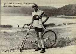 UN DES COUREURS DU PRODIGIEUX VELO CLUB LEVALLOIS...REPRO...CPM - Cycling