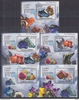 F41. Comoros - MNH -  Minerals - Deluxe - 2011