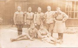 Carte Photo D'n Groupe De Soldats - Characters