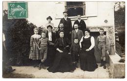Carte-photo  -  Une Famille De Yerres - 1910 - Yerres