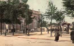La Gare Des Invalides. - Transport Urbain En Surface