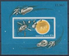 ** 1965 Az űrkutatás Eredményei Vágott Blokk (4.000) - Zonder Classificatie