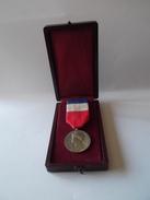 Medaille    Du Travail  Et De La Sécurité Sociale     Avec   Sa Boite   1967 - France