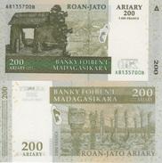 (B0554) MADAGASCAR 2004. 200 Ariary = 1000 Francs. P-87. UNC - Madagascar