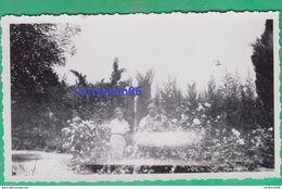 Tunisie - Mégrine - 2 Enfants Dans Un Jardin (Ben Arous, Tunis) - Orte
