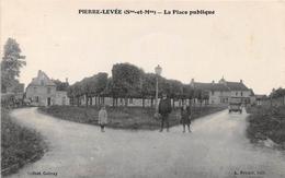 PIERRE-LEVEE - La Place Publique