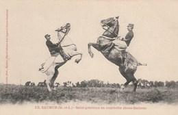 SAUMUR - Salut Gracieux En Courbette ( Sous Maitres ) - éditions Voelcker  122 - Cheval - Non écrite - Saumur