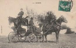 SAUMUR - Ecole De Cavalerie - Saut à Cheval Sur Une Voiture - Photo Blanchaud 51 - Saumur