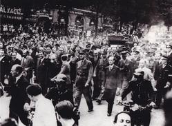 PHOTO DE PRESSE ORIGINALE 39 / 45 WW2  FRANCE LIBÉRATION GÉNÉRAL DE GAULLE SUR LES CHAMPS ELYSEES PARIS LIBÉRÉ
