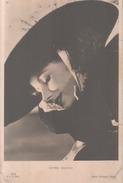 VENDO N.1 CARTOLINA DELL'ATTRICE CINEMATOGRAFICA GRETA GARBO,FORMATO PICCOLO DEL 1920 CIRCA VIAGGIATA IN BUSTA - Actors