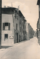 83 // LA ROQUEBRUSSANE    Grand Rue Et Embranchement Route De Mazaugues / CAFE DES SPORTS - La Roquebrussanne