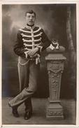 Militaria Armée Belge  Photographie Studio En Pied D'un Militaire D'un Régiment De Lanciers En Tenue De Sortie 1914-18
